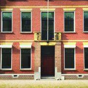 Voorkant kinemax gebouw waar therapeuten op gebied van mesologie, sportmassage en homeopatie zitten